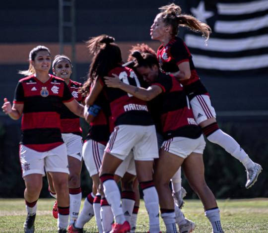 Flamengo vence o Botafogo por 2 a 1 no Carioca Feminino