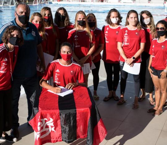 Flamengo renova contrato de oito atletas do nado artístico