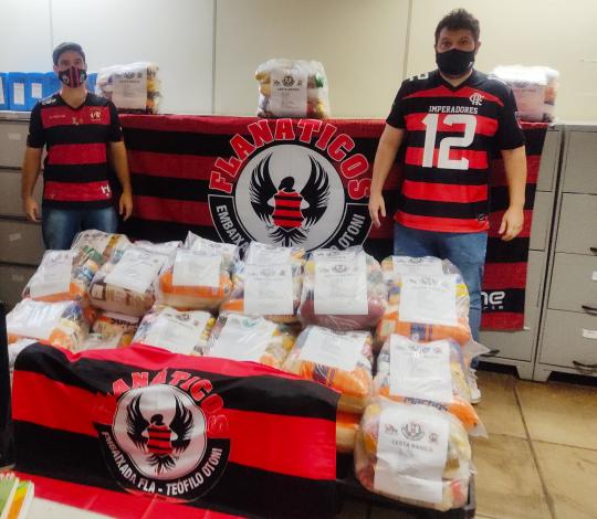 Embaixada FLA-TEÓFILO OTONI se reúne para arrecadar cestas básicas
