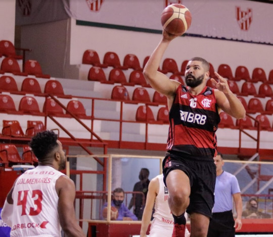 Garantido nos playoffs, FlaBasquete vence o Instituto por 90 a 80 na Champions League