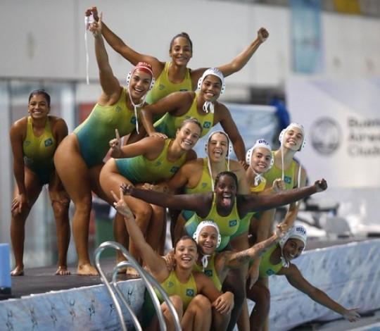Com rubro-negras se destacando, Brasil é campeão do Sul-Americano de polo aquático