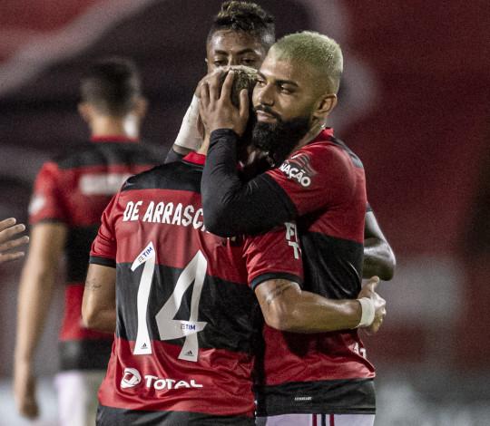 Flamengo joga bem e vence o Bangu por 3 a 0, no Raulino de Oliveira