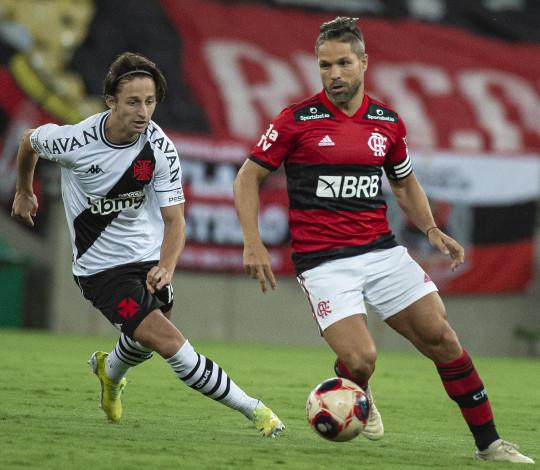 Flamengo é derrotado pelo Vasco por 3 a 1 no Maracanã