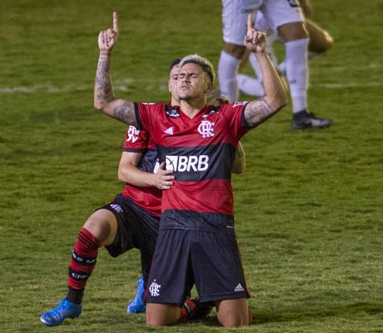 Flamengo empata com a Portuguesa por 2 a 2 no Luso Brasileiro