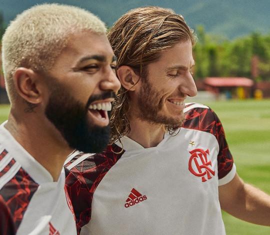 Flamengo segue homenagens ao time de 1981 com lançamento de camisa dois