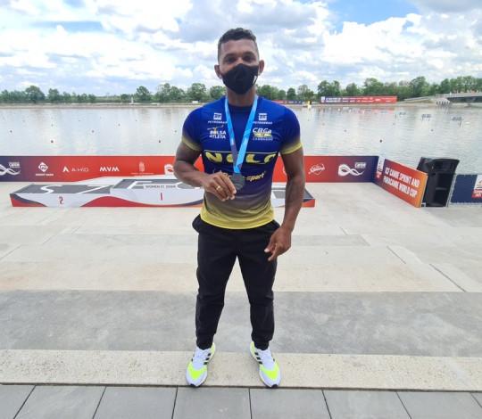 Isaquias Queiroz conquista a prata na Copa do Mundo de Canoagem