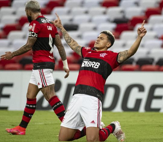 Flamengo empata por 2 a 2 com a LDU e garante classificação para as oitavas da Libertadores