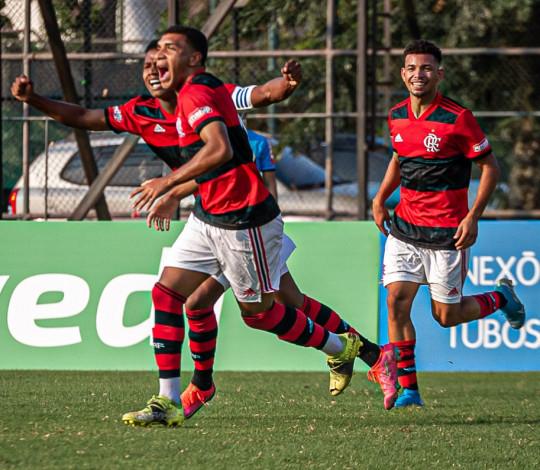 No Brasileiro Sub-17, Mengão vence o Botafogo por 2 a 0 e segue com 100% de aproveitamento