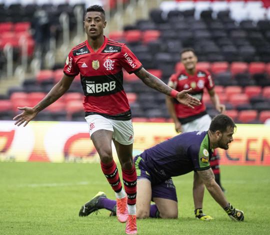 Mengão bate o América-MG por 2 a 0 e mantém os 100% de aproveitamento no Brasileirão