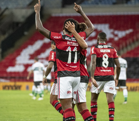 Flamengo vence o Coritiba por 2 a 0 e se classifica para as oitavas da Copa do Brasil