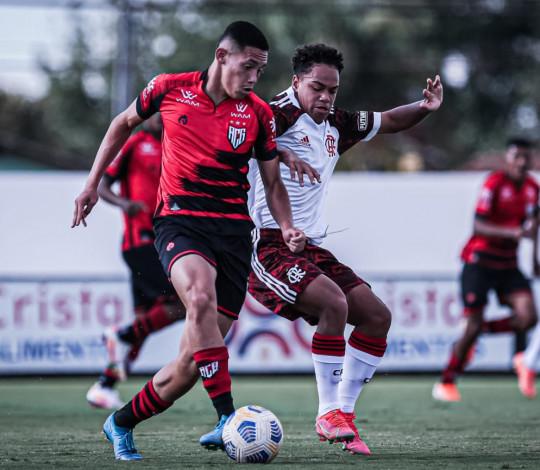 Sub-17 perde em Goiânia, mas segue na liderança isolada do Campeonato Brasileiro