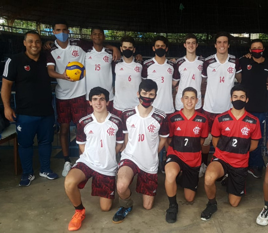 Equipes de base vencem na estreia da Superliga Carioca