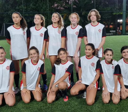 Turmas de futebol da Escola de Esportes Flamengo são convidadas para aniversário do Caiçaras