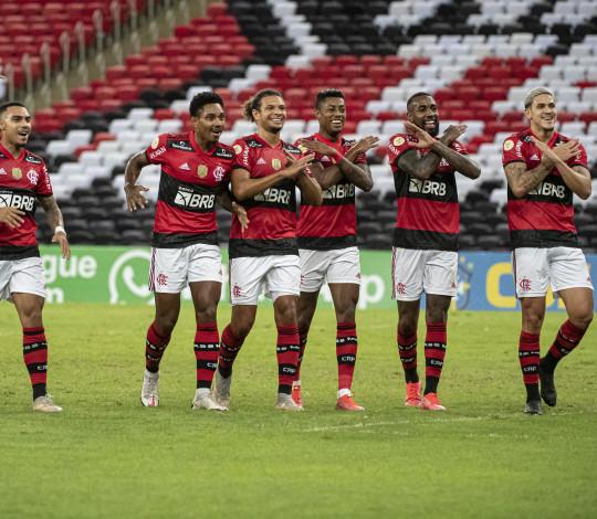 Na despedida de Gerson, Flamengo vence o Fortaleza por 2 a 1 no Maraca