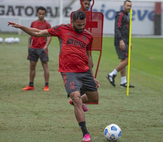 Flamengo encerra preparação e embarca para o Mato Grosso