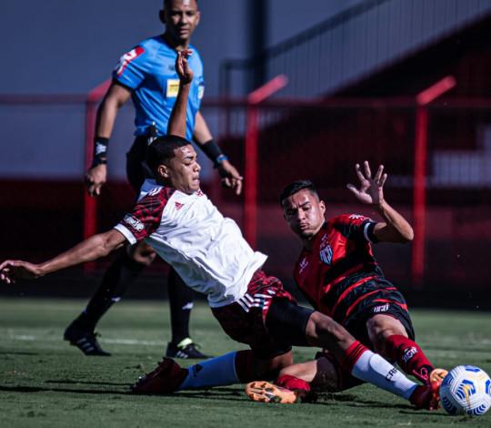 Sub-20 goleia o Atlético GO em Goiânia, mantém os 100% e assume a liderança isolada do Brasileirão