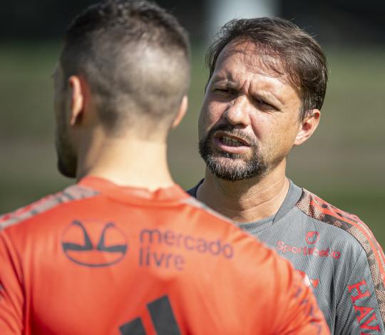 Sob comando de Mauricio Souza, elenco conclui a preparação para a partida contra a Chapecoense