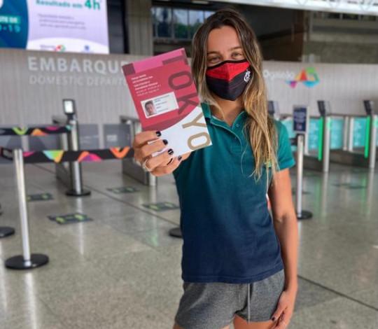 Larissa Oliveira embarca para Tóquio rumo à segunda participação olímpica