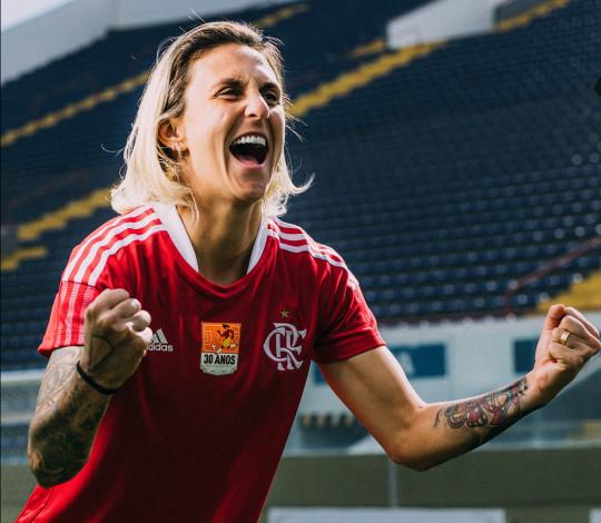 Flamengo e adidas lançam camisa em homenagem aos 30 anos da primeira Copa Feminina de Futebol