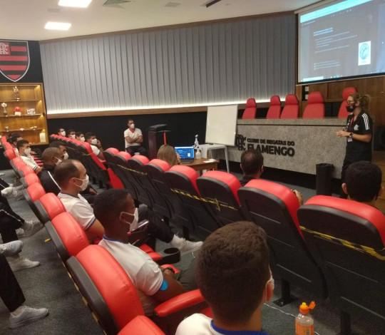Escola de Educação Física do Exército faz visita ao CUIDAR e ao Museu do Flamengo