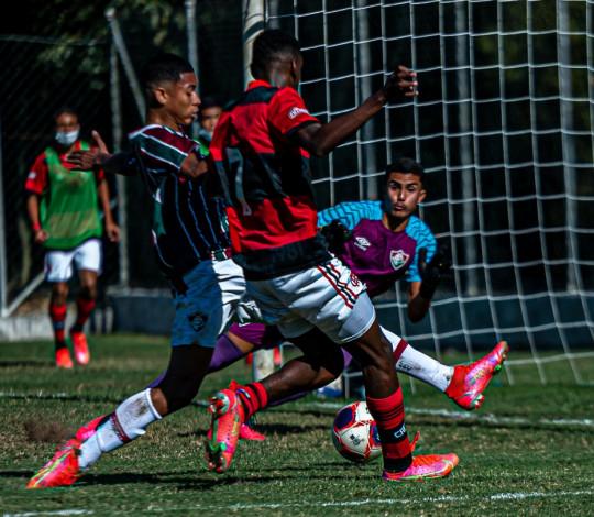 Fora de casa, Sub-15 empata com o Fluminense em 1 a 1 e decidirá o título da Copa Rio na Gávea