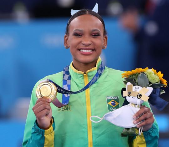 Rebeca Andrade garante o ouro e é a primeira brasileira a ganhar duas medalhas em uma Olimpíada
