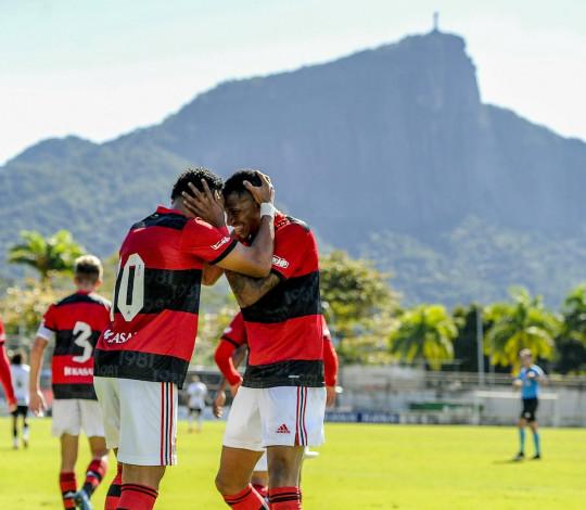 Sub-20 joga bem, vence o Corinthians e sobe de posição no Campeonato Brasileiro