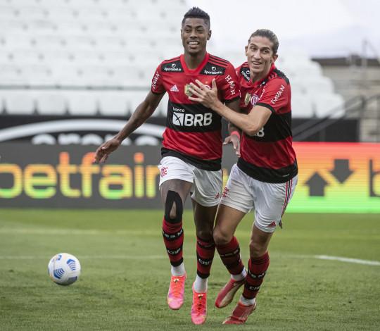 Fora de casa, Flamengo domina boa parte do jogo e vence o Corinthians por 3 a 1 pelo Brasileirão