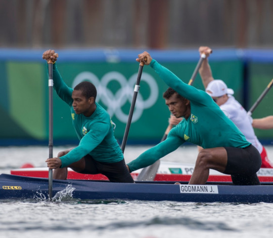 Isaquias Queiroz e Jacky Godmann avançam para a semifinal no C2 1000m em Tóquio