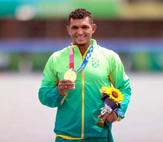 Sonho realizado: Isaquias Queiroz é campeão olímpico!