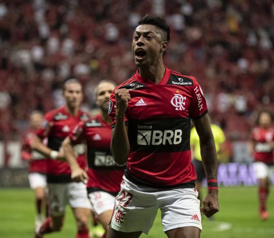 Flamengo goleia o Olimpia por 5 a 1 em Brasília e avança para as semifinais da Libertadores