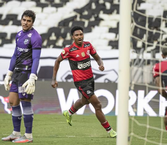 Flamengo e Ceará ficam no empate por 1 a 1 na Arena Castelão