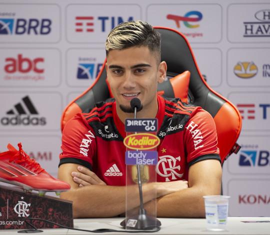 """Andreas Pereira é apresentado e afirma: """"Flamengo é o maior clube da América"""""""