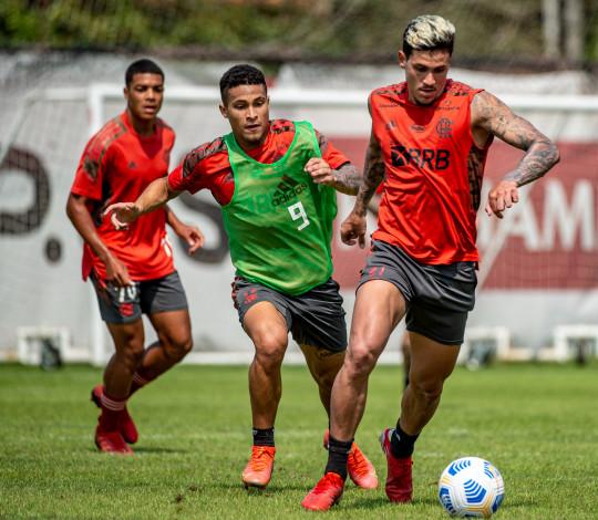 Com foco no duelo contra o Palmeiras, Flamengo treina forte no Ninho do Urubu