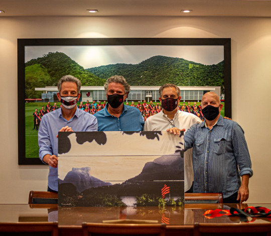 Flamengo recebe presente do fotógrafo Paulo Camarão na Gávea