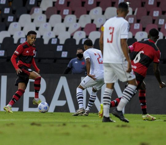 Flamengo perde para o Vasco por 2 a 1 no primeiro jogo das quartas de finais do Brasileiro Sub-20