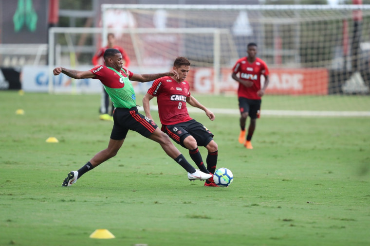 De olho no clássico, Flamengo se reapresenta no Ninho do Urubu