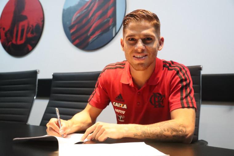 Cuéllar renova contrato com o Flamengo