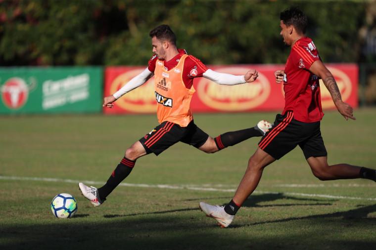 Flamengo: Sexta-feira de trabalho intenso no CT