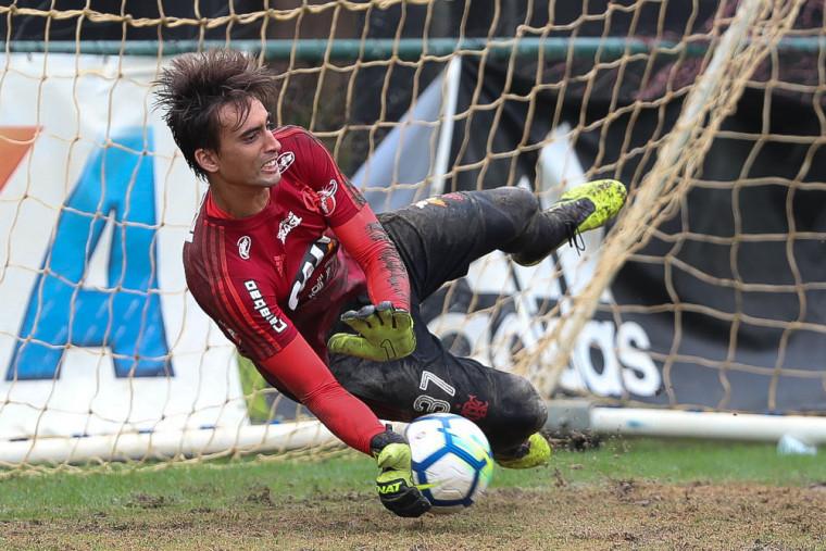 Flamengo treina em dois períodos no Ninho do Urubu