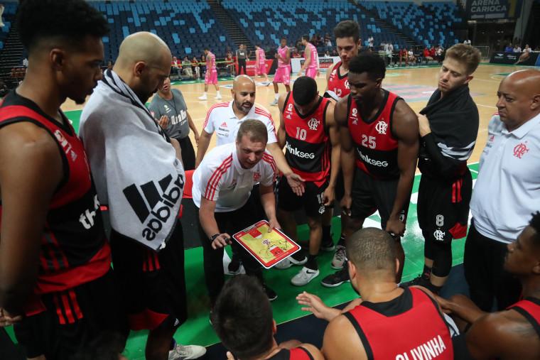 Flamengo vence Mogi por 20 pontos de diferença