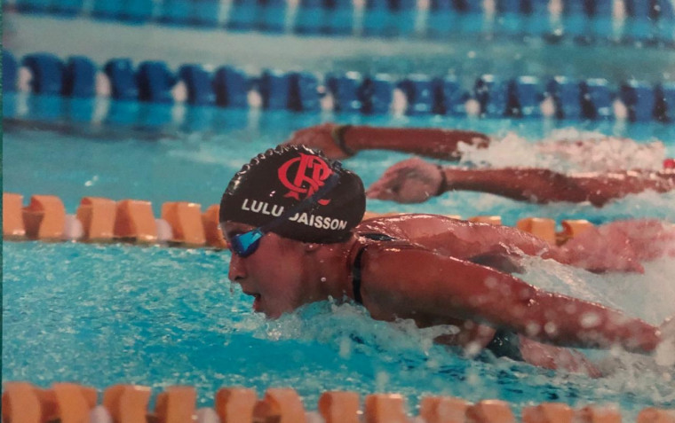 Ana Luiza Daisson disputando o ouro pelo Rubro-Negro braçada a braçada.
