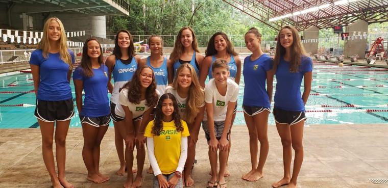 Ana Clara (penúltima em pé) vive expectativa de seu primeiro torneio com a Seleção Brasileira