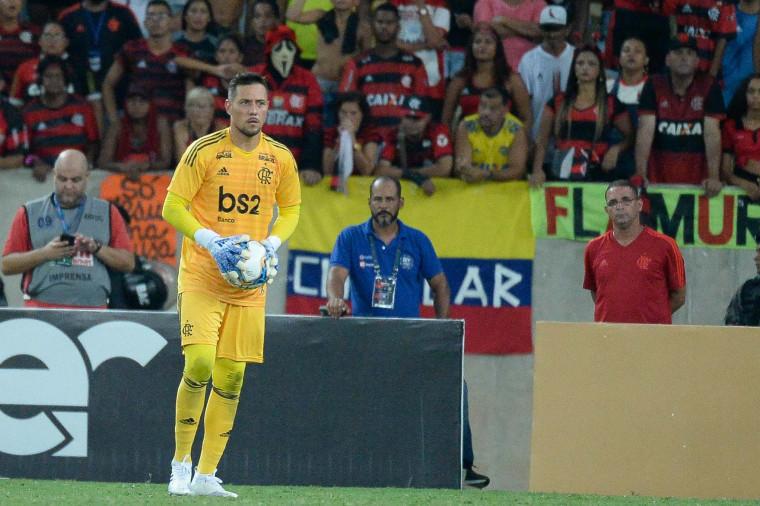 Diego Alves ressalta importância do jogo contra o San José e elogia goleiros do elenco