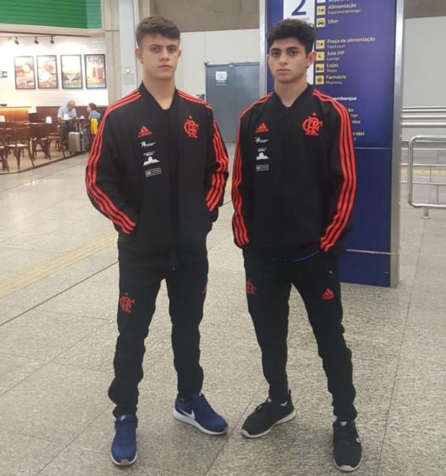Vitor Gomes (esquerda) e Cauan Salarini (direita) embarcam nesta quarta-feira para Portugal.