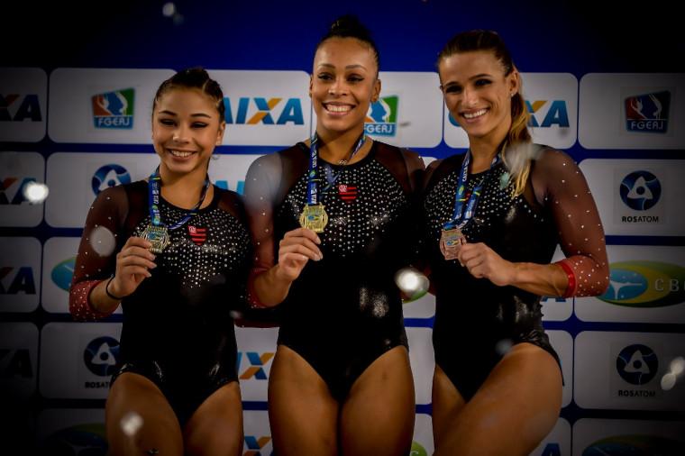 Flavinha, Lorrane e Jade fizeram pódio triplo nas Paralelas Assimétricas. Foto: Marcelo Cortes / Flamengo