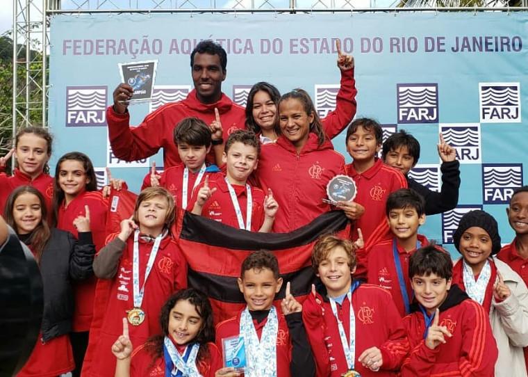 Equipe rubro-negra Mirim também brilhou e levantou o troféu de campeão.