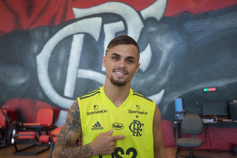 Convidado do Papo Virtual da FlaTV desta quarta-feira, atacante Michael se rende à força da torcida do Flamengo