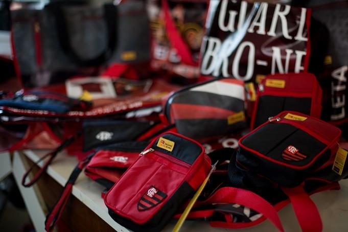 Alguns modelos das novas bolsas do Flamengo (Foto: Gilvan de Souza/ Flamengo)