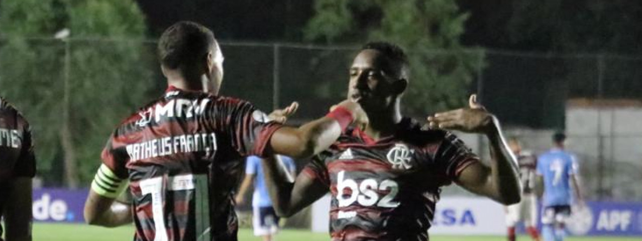 Flamengo goleia o Sporting Cristal por 5 a 1 e fica perto da semifinal